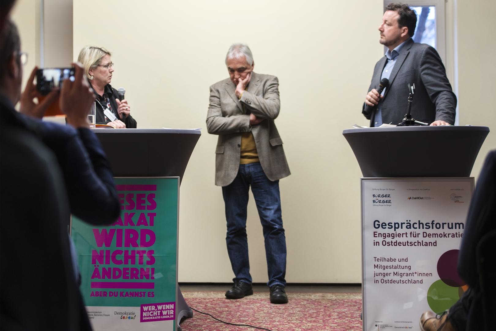 Staatssekretärin Susi Möbbeck und Prof. Dr. Roland Roth im Gespräch
